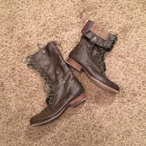 ⚜️ MADDEN GIRL Combat Boots ⚜️